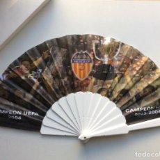 Coleccionismo deportivo: ENVÍO 8€. ABANICO CONMEMORATIVO DEL VALENCIA CLUB DE FUTBOL. CAMPEONES DE UEFFA Y LIGA 2003-2004. Lote 203972953