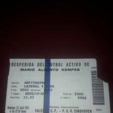 Coleccionismo deportivo: ENTRADA FUTBOL DESPEDIDA DE MARIO ALBERTO KEMPES,VALENCIA CF-PSV EINDHOVEN. Lote 210942325