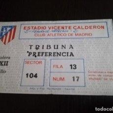 Coleccionismo deportivo: ENTRADA PARTIDO ATLETICO DE MADRID - REAL MADRID EN EL VICENTE CALDERÓN. AÑOS 80.. Lote 220108018