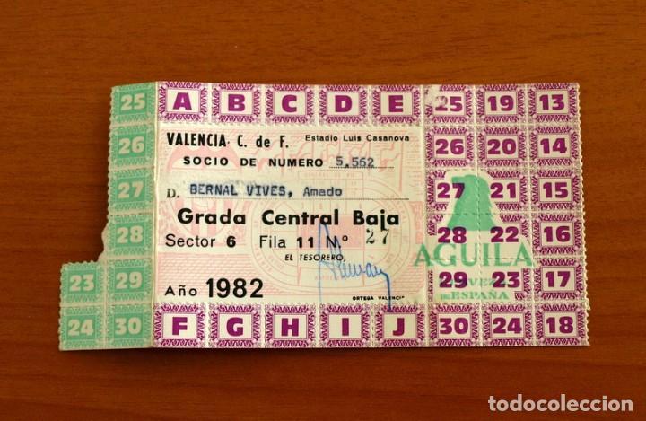 VALENCIA - PASE ANUAL ENTRADA AL CAMPO, ESTADIO LUIS CASANOVA, AÑO 1982, 82 - SOCIO 5562 (Coleccionismo Deportivo - Documentos de Deportes - Entradas de Fútbol)