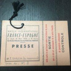 Coleccionismo deportivo: ENTRADA PASE FÚTBOL PARTIDO INTERNACIONAL FRANCIA - ESPAÑA 1958 PARC DES PRINCES FFF. Lote 266777479