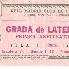 Coleccionismo deportivo: ENTRADA DE FUTBOL REAL MADRID. GRADA LATERAL, PRIMER ANFITEATRO. ESTADIO SANTIAGO BERNABEU. Lote 276317558