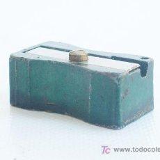 Escribanía: SACAPUNTAS DE ALUMINIO, COLOR VERDE CLARO.. Lote 24482342