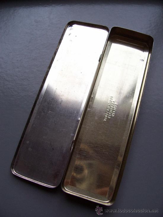 Escribanía: caja metalica inglesa de lapices con tema de tenis y hockey (5x18,5cm aprox) - Foto 3 - 21389799