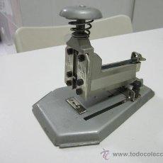 Escribanía - Grapadora alemana SKRE 112 - 13 cm. altura - 16 cm. largo - ancho 11 cm. - 30637287