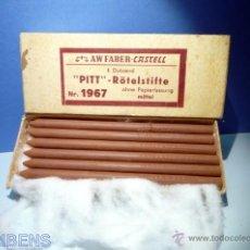 Escribanía: A.W. FABER CASTELL, ANTIGUA CAJA DE 12 BARRITAS PASTEL PARA ARTISTAS PITT Nº 1967 COLOR SANGUINA. Lote 40267390