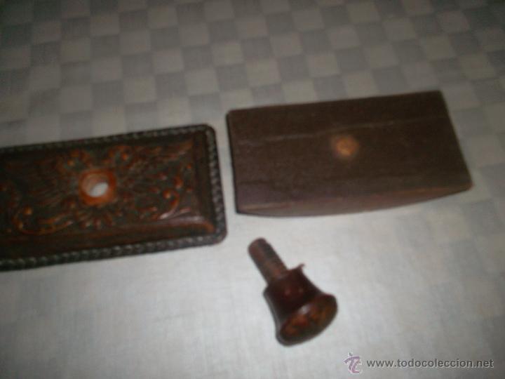 Escribanía: sello antiguo hecho en piel muy raro - Foto 2 - 47457156