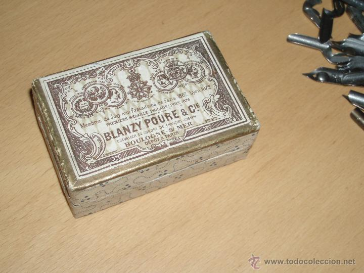 Escribanía: Caja de Cartón marca BLANZY POURE & Cie contiene plumillas - Foto 4 - 48780066