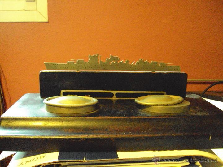 Escribanía: tintero de base de madera , con dos tinteros metalicos y coronado con motivo de barco - Foto 3 - 48930831