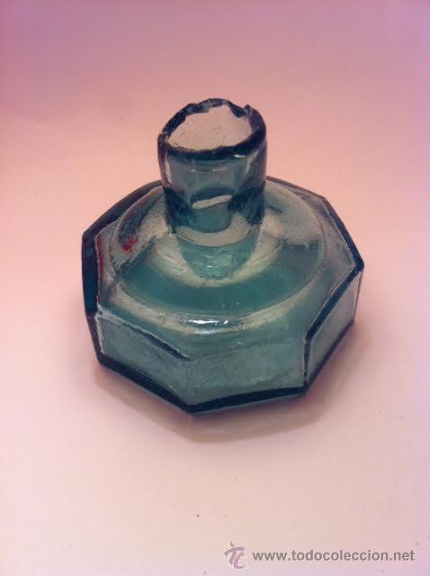 Escribanía: Antiguo tintero vidrio soplado color verde forma octagonal, - Foto 2 - 53490445
