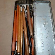 Escribanía: LOTE PLUMAS BLAZY Y PUNTAS DE PLUMAS EN CAJITA FABER-CASTELL. Lote 176671215