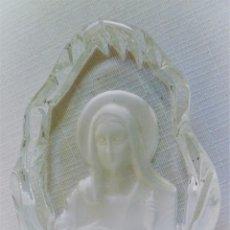 Escribanía: PISAPAPELES DE SACRISTÍA CON LA IMAGEN DE EL SAGRADO CORAZÓN DE JESÚS CRISTAL TALLADO. Lote 102591539