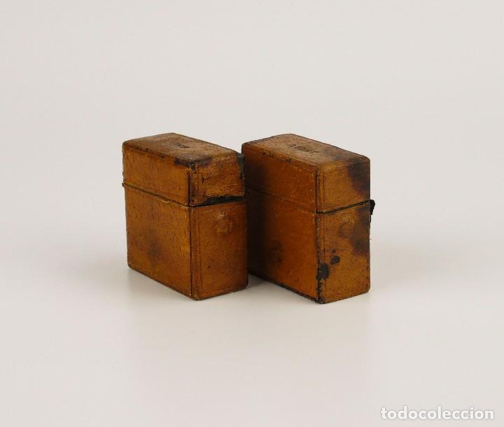 Escribanía: Dos tinteros de viaje en metal, vidrio y forrados de cuero - Principios S.XX - Foto 5 - 106779003
