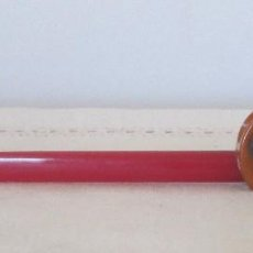Escribanía - Sacapuntas y abrecartas en baquelita roja y ámbar, Art Decó. Firmado DREING. - 110062491