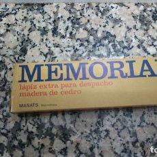 Escribanía: ANTIGUA CAJA CON 10 LAPICES MEMORIAL LAPIZ EXTRA PARA DESPACHO MADERA DE CEDRO MASATS BAR AZUL 4312. Lote 116911943