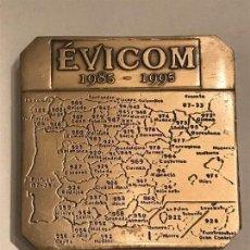Escribanía: EVICOM 1985 - 1995 PISAPAPELES EN METAL. . Lote 118590295