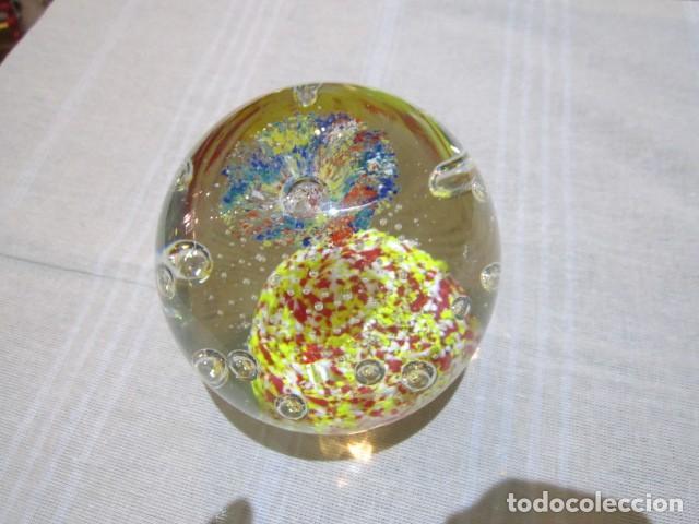 Escribanía: Bola de cristal pisapapeles. 11 cms. altura. - Foto 2 - 120183359