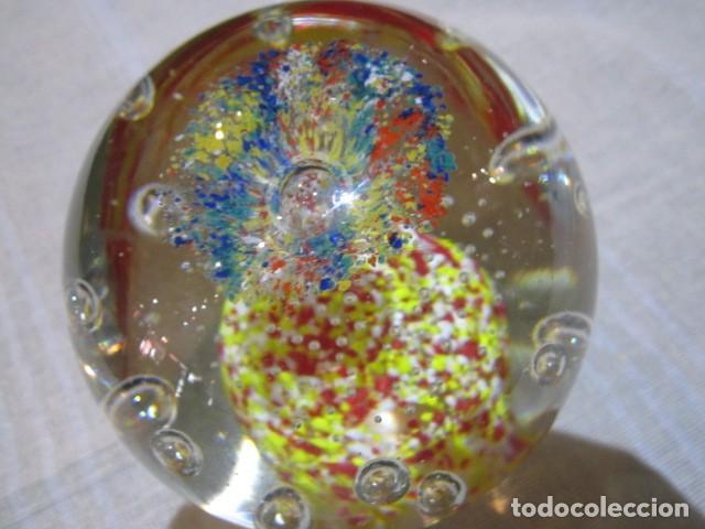Escribanía: Bola de cristal pisapapeles. 11 cms. altura. - Foto 3 - 120183359