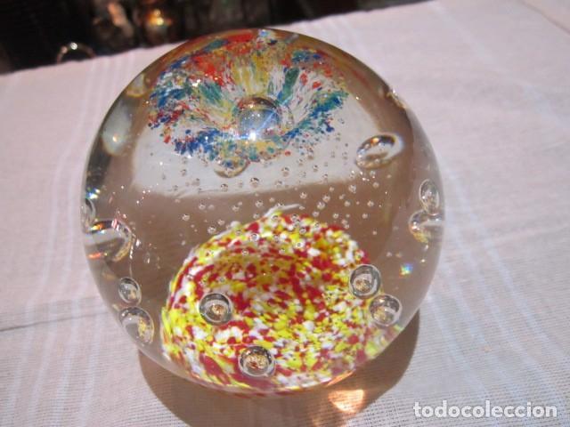 Escribanía: Bola de cristal pisapapeles. 11 cms. altura. - Foto 4 - 120183359