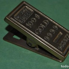Escribanía: PINZA DE BRONCE PARA BILLETES - CREDIT SUISSE - LINGOTE DE ORO - MEDIADOS SIGLO XX. Lote 124554819