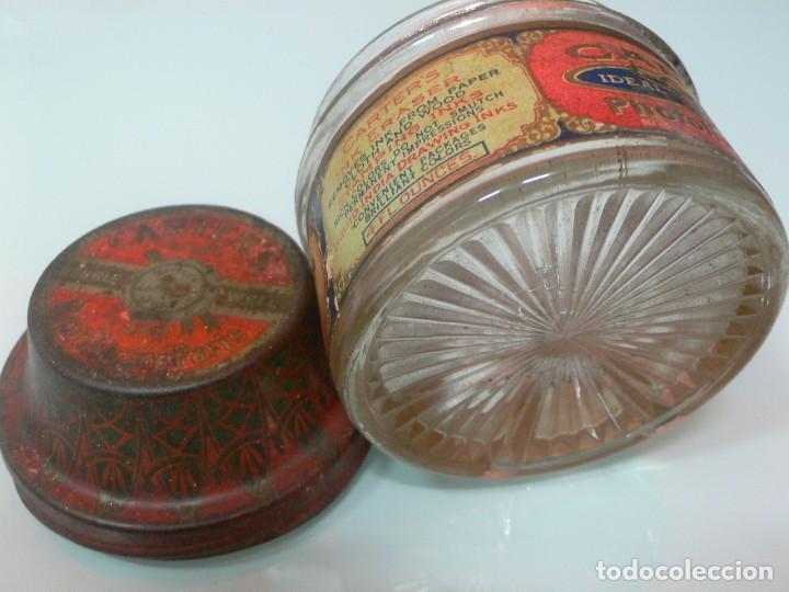 Escribanía: Magnífico tarro de cola Carters ,vidrio y tapón de hojalata litografiado, USA. 1920 - Foto 3 - 139627690