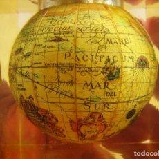 Escribanía: PISAPAPELES PORTALÁPICES BOLA DEL MUNDO EN METACRILATO . Lote 140100182