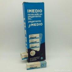 Escribanía: PEGAMENTO IMEDIO EXPOSITOR COMPLETO CON 24 TUBOS BANDA AZUL NÚMERO 2. Lote 143227442