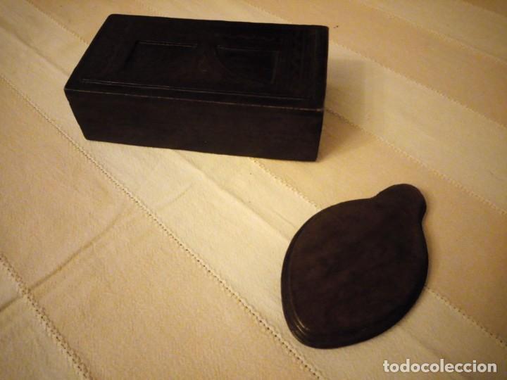 Escribanía: Antiguo juego de caja y pisador de sellos para escribania ,madera forrado con cuero.siglo xx - Foto 6 - 151645774