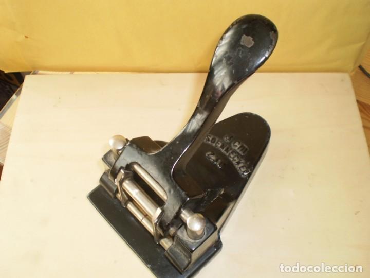 Escribanía: perforadora de papel f. soennecken 230 8cm - Foto 3 - 152443226