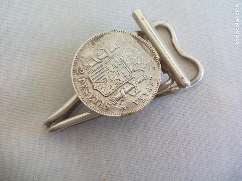 Escribanía: PINZAS DE PLATA CON MONEDA DE 2 PESTAS DE 1882. CLIP PORTABILLETES, SUJETA BILLETES, PAPEL.. - Foto 2 - 153646654