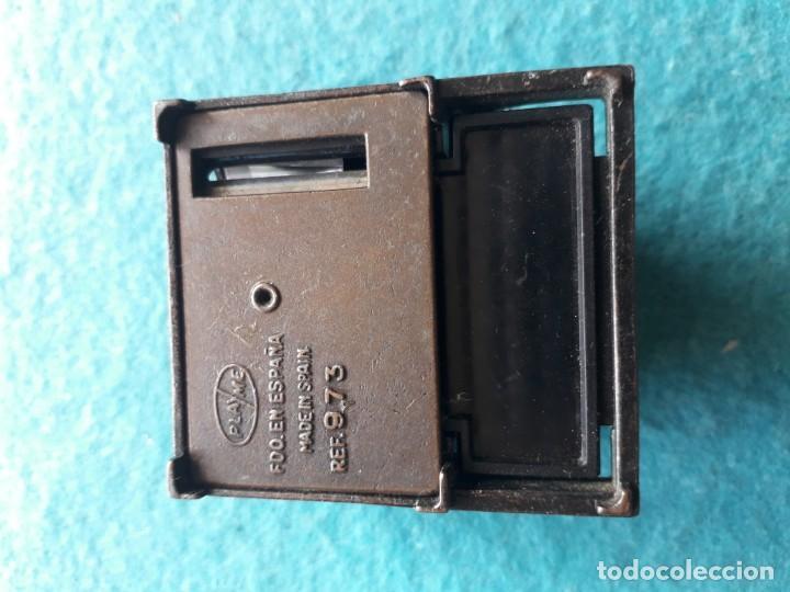 Escribanía: Antiguo afila - lapices con forma de máquina de escribir. Marca Playme. - Foto 2 - 158383818