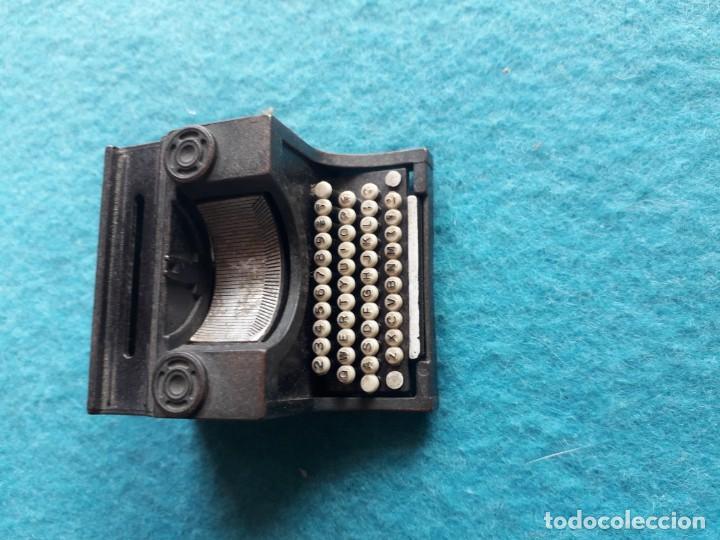 Escribanía: Antiguo afila - lapices con forma de máquina de escribir. Marca Playme. - Foto 6 - 158383818