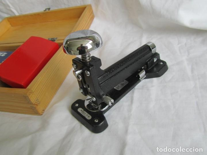 Escribanía: Juego de escritorio: grapadora+perforadora+quita grapas+grapas en estuche de madera - Foto 3 - 158956910
