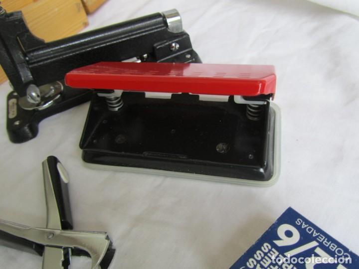 Escribanía: Juego de escritorio: grapadora+perforadora+quita grapas+grapas en estuche de madera - Foto 10 - 158956910