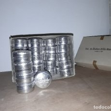 Scrivania: ANTIGUA CAJA DE 1000 CHINCHETAS EN 40 CAJITAS METALICAS DE 25 CHINCHETAS N 2. Lote 196779092