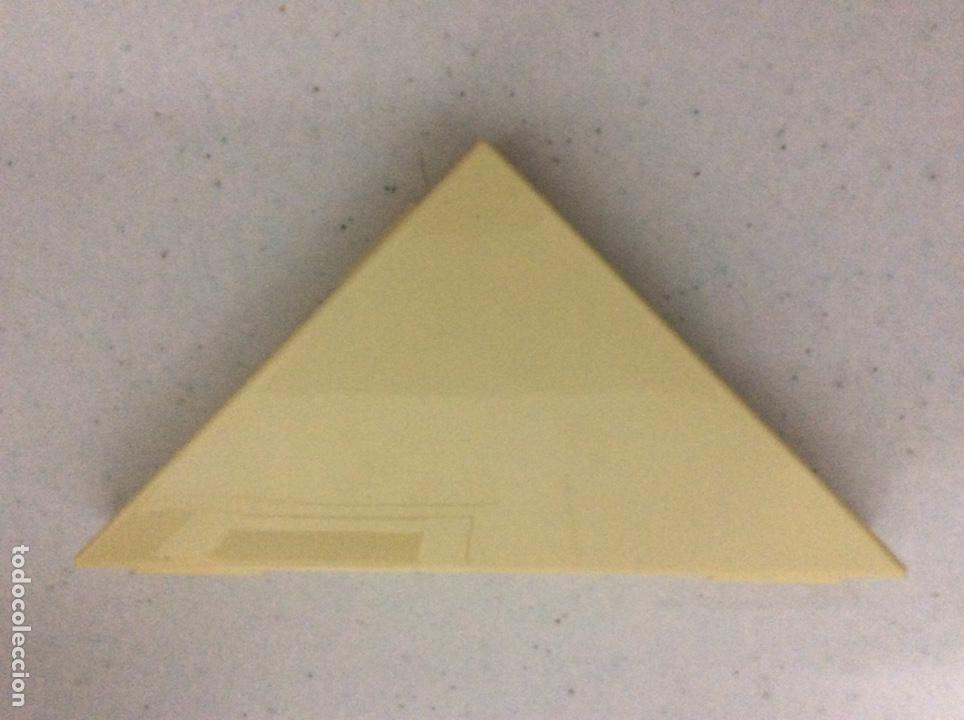 Escribanía: Triángulo con accesorios escolares, año 1987, en la 2 foto se ve todo lo que hay en su interior - Foto 3 - 171067928