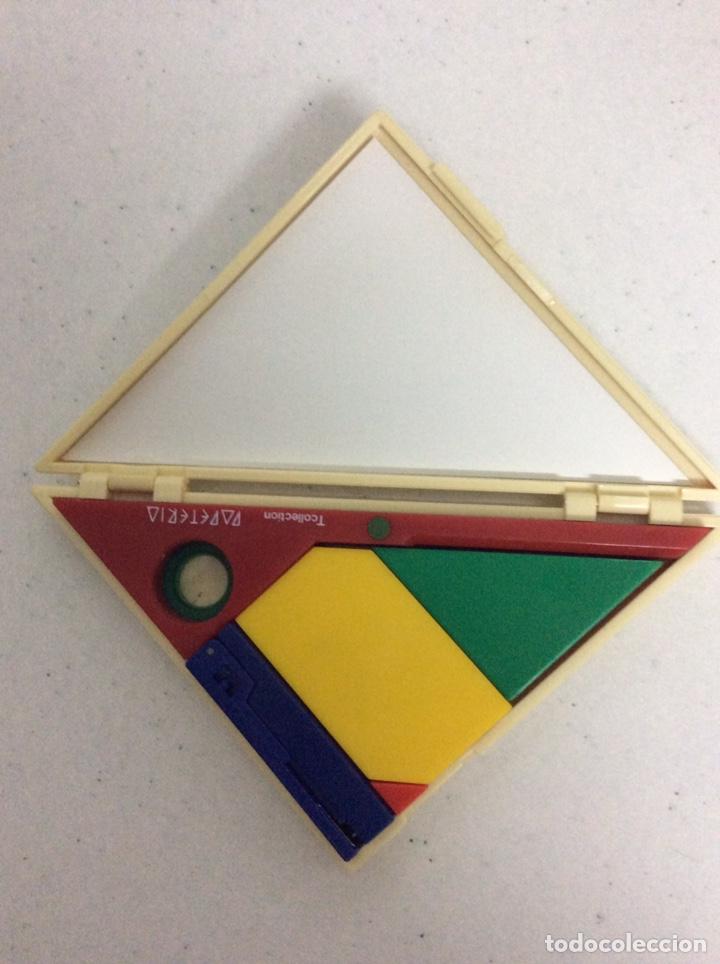 Escribanía: Triángulo con accesorios escolares, año 1987, en la 2 foto se ve todo lo que hay en su interior - Foto 4 - 171067928