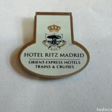 Escribanía: SUJETA HOJAS PUBLICIDAD HOTEL RITZ MADRID. Lote 172059524