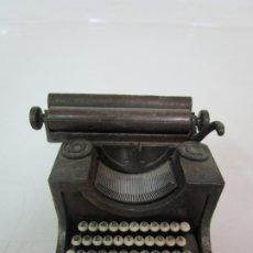 Escribanía: SACAPUNTAS - MARCA PLAYME - MAQUINA DE ESCRIBIR, EN METAL - AÑOS 70. Lote 180323738
