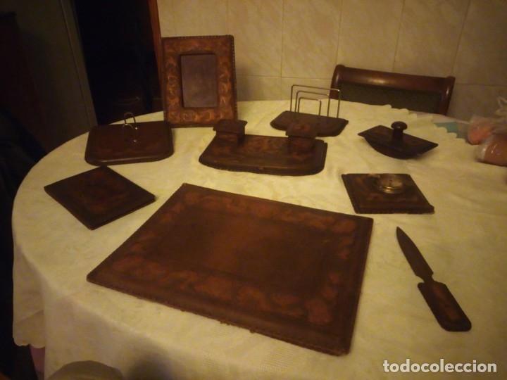 Escribanía: Antigua Escribana Cuero Repujado, compuesta de 9 piezas,años 30/40 - Foto 2 - 181951710