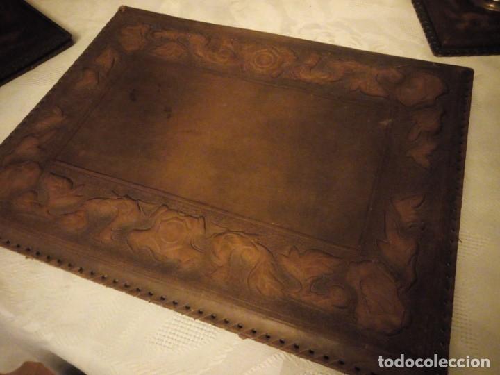 Escribanía: Antigua Escribana Cuero Repujado, compuesta de 9 piezas,años 30/40 - Foto 4 - 181951710