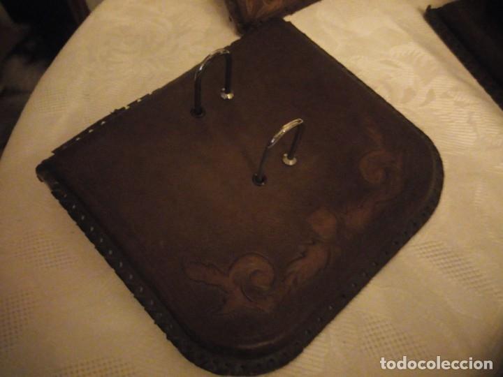 Escribanía: Antigua Escribana Cuero Repujado, compuesta de 9 piezas,años 30/40 - Foto 15 - 181951710