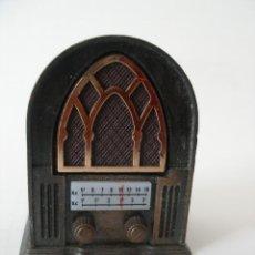 Escribanía: SACAPUNTAS METAL MINIATURA RADIO REF 974 PLAYME. Lote 184705870