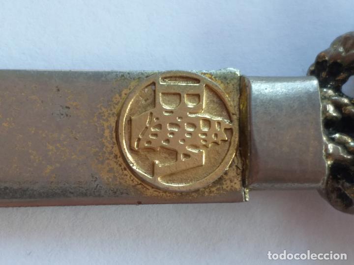 Escribanía: Antiguo abrecartas. A relieve inscripción B.A.( Banco Atlántico). Nudo marinero en la empuñadura - Foto 2 - 190141075