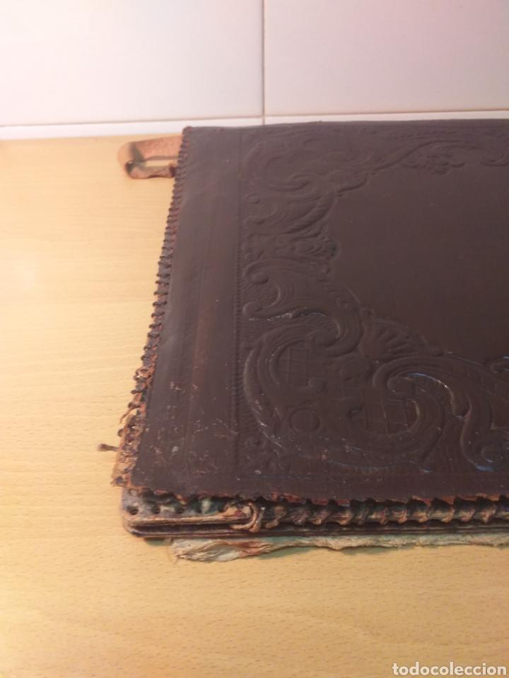 Escribanía: Antigua carpeta porta documentos cuero repujado - Foto 2 - 192175798