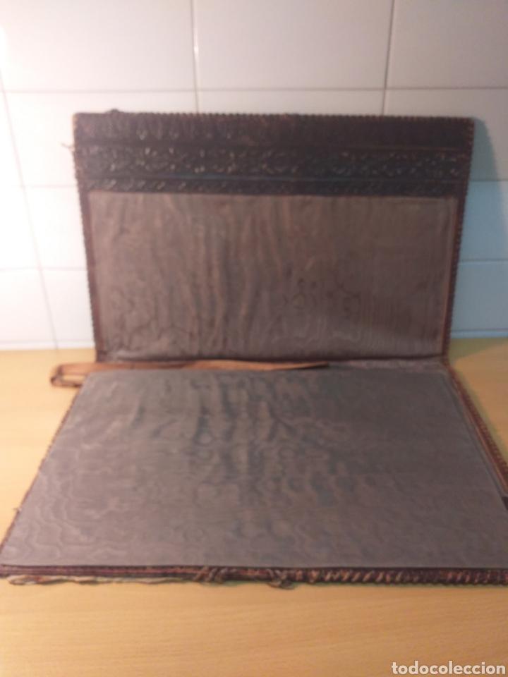 Escribanía: Antigua carpeta porta documentos cuero repujado - Foto 3 - 192175798