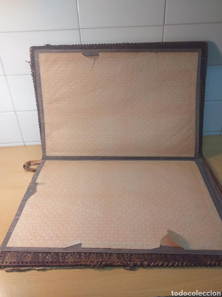 Escribanía: Antigua carpeta porta documentos cuero repujado - Foto 4 - 192175798