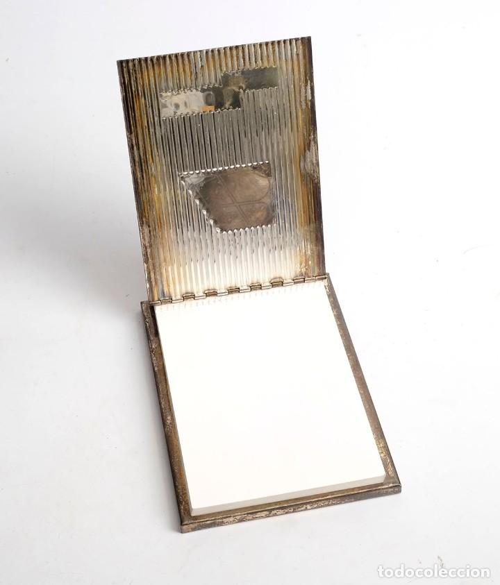 Escribanía: Libreta para notas de Iberia Club Fiesta. metal plateado, posiblemente alpaca, Años 60 - Foto 2 - 205750716