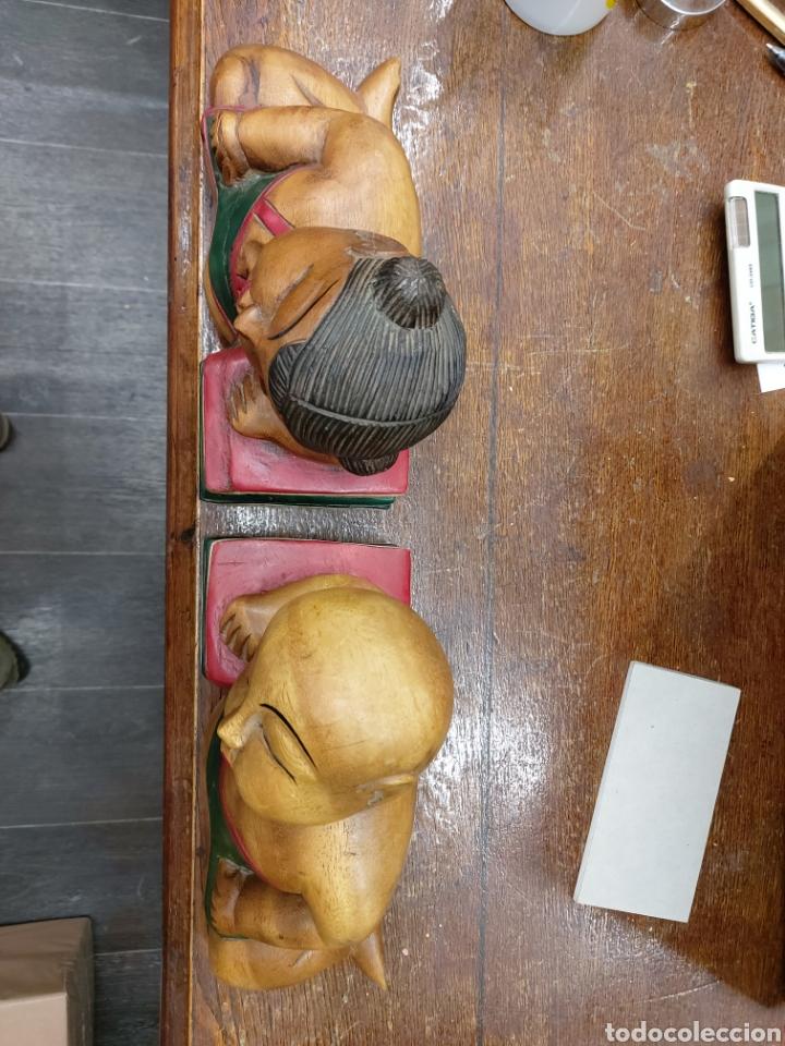 Escribanía: Antiguos reposalibros tipo BUDA en madera tallada. Años 1960s - Foto 2 - 210669876