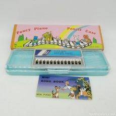 Escribanía: ESTUCHE PLUMIER MINI PIANO ELECTRON ECHO, AÑOS 70 - 80. FANCY PIANO - FUNCIONA - NUEVO A ESTRENAR. Lote 251255285
